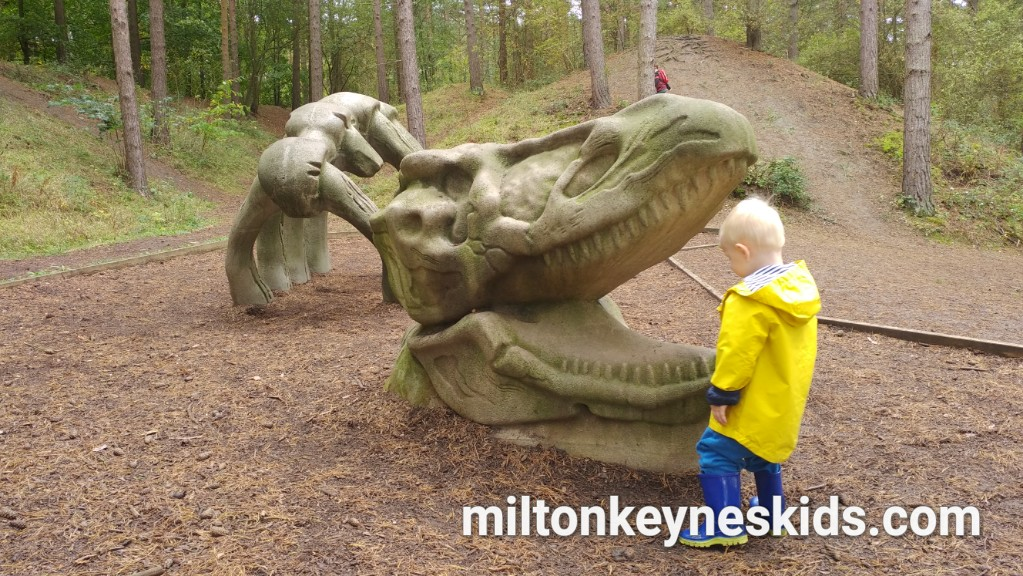 Irchester Country Park – dinosaurs and quarry play area