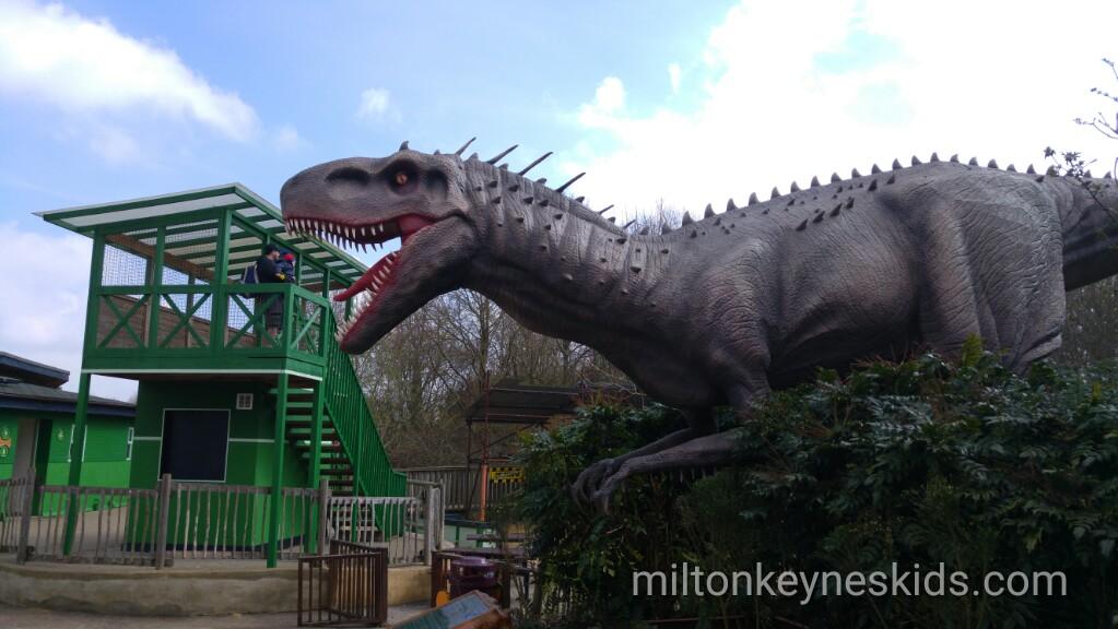 animatronic dinosaurs at Gulliver's dinosaur and farm park