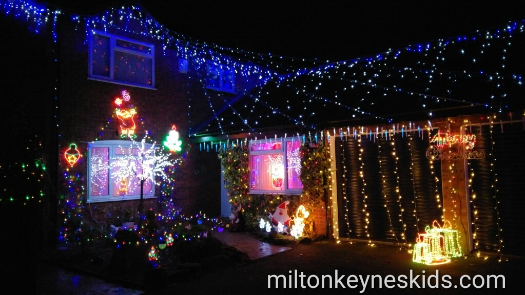 Christmas Close – Kennington Close in Newport Pagnell, Milton Keynes