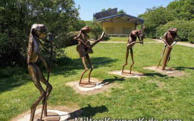 Frog band sculptures at Howe Park Wood in Milton Keynes